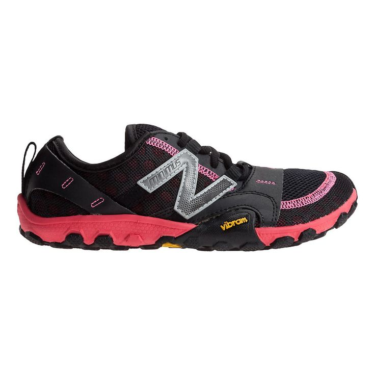 Rock the minimalist trail running style you love, while revving up on extra protection from rocks, sticks and other hazards with the Womens New Balance Minimus 10v2 Trail