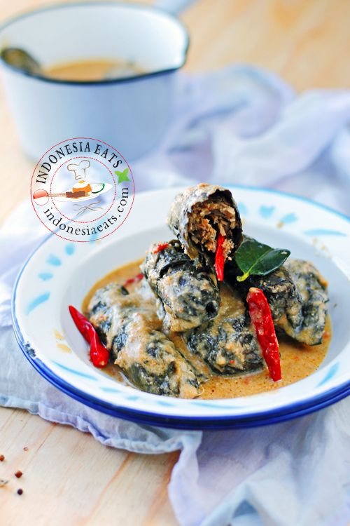 Javanese Stuffed Taro Leaves (Buntil Daun Talas)