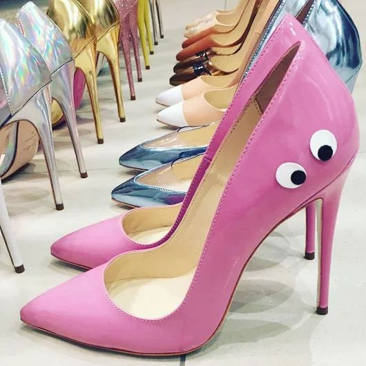 Кто сегодня смелая девочка? А настолько смелая, чтобы одеть розовые лаковые лодочки с глазками? А на шпильке 12 см? Хотите их еще больше? Тогда Kandee ждут вас в Rechi.ua. цена: 7999 грн размеры: 36-40