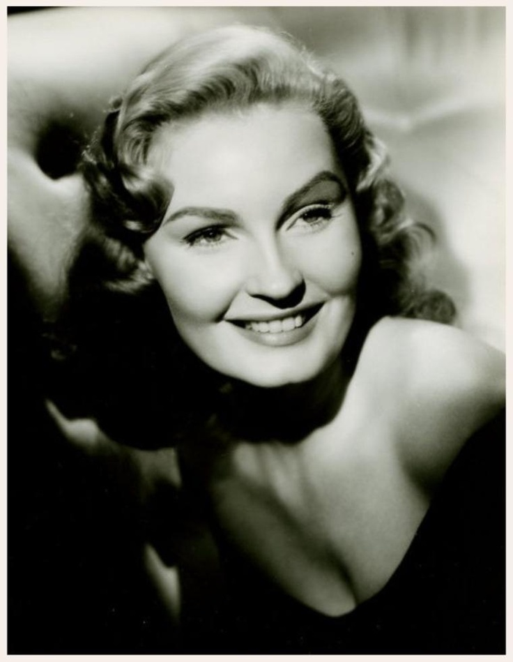 Karen STEELE '50-60 (20 Mars 1931 - 12 Mars 1988. Karen Steele was born in Honolulu, Hawaii, to Percy Davis Steele, a Bostonian of English descent and a career Marine who in 1956 was named assistant administrator of the Marshall Islands.  Her mother was the former Ruth Covey Merritt, a Californian of French and Danish heritage.
