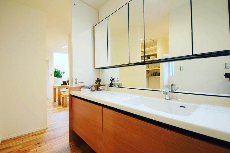 *  作り付けの洗面も良いけど、収納量とシンプルデザインを選ぶなら既製品🎵  掃除面でも綺麗に保てるのが!素敵❤️❤️ #建匠  #高知  #住宅#洗面収納   #インテリア  #コーディネーター  #follow4follow   #洗面台   #無垢の床   #新築一戸建て  #lixil   #マイホーム  #マイホーム計画中  #マイホーム計画中の人と繋がりたい