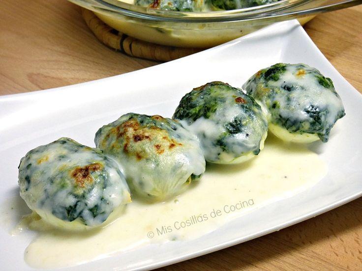 Huevos rellenos de espinacas. Prueba esta versión vegetal de los huevos rellenos que hemos visto en el blog Mis Cosillas de Cocina.