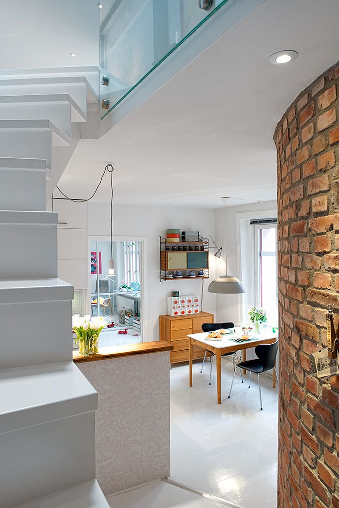 una casa nrdica llena de cosas bonitas para empezar puede presumir de una terraza coqueta