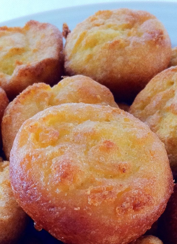 Garlic Cauliflower Mini Muffins - These golden bites, made with cauliflower puree are full of vitamin K, C and folate. A delicious and nutritious addition to any meal.