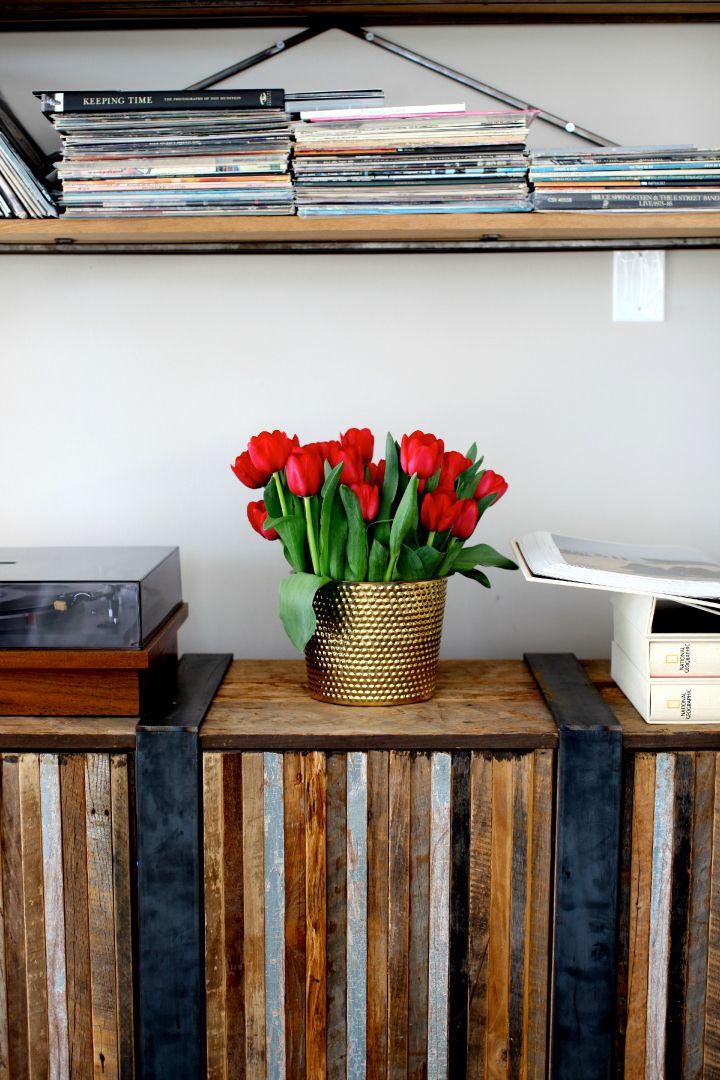 Tulips, brass pot from Svenskt Tenn