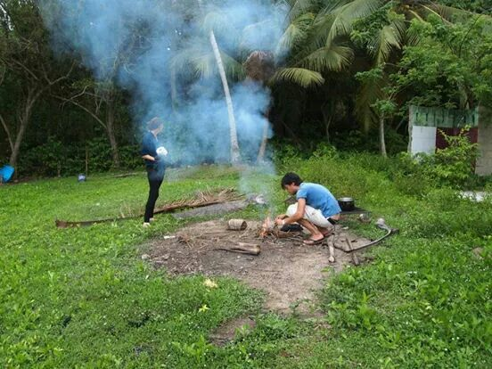 Back to basics: making fire without matches or a lighter to cook our own dinner - Parque Tayrona '13