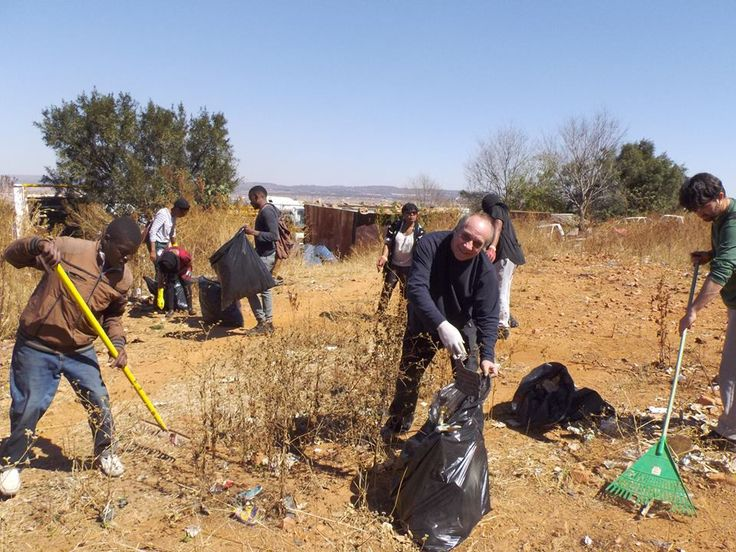 CLEANSING RITUAL project led by Ke Neil We & Banele Khoza in Mamelodi East, Tshwane. Thanks to everyone who pitched in on the day, #YouRock. Photo by Quinten Nutt. 2014 Site_Specific Pretoria Environmental Art Project #LandArt #SouthAfrica #Tshwane #CoolCapital2014 #SiteSpecificAfrica