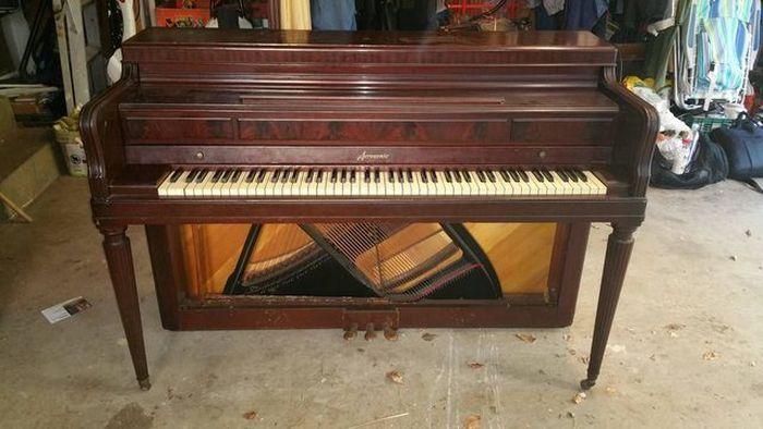 #интересное  Домашний бар из старого пианино (13 фото)   Если вам по наследству досталось старое, пусть даже нерабочее пианино, но вы не умеете на нем играть, то не спешите избавляться от него. Этому музыкальному инструменту можно дать вторую жизнь и приспособить �