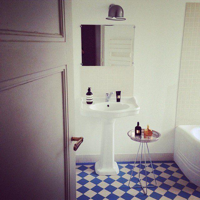 Carreaux de ciment dans la salle de bain #madecoamoi @cecilekjian