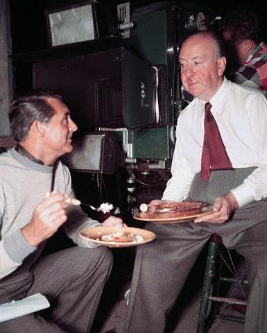 Cary Grant e Alfred Hitchcock fanno uno spuntino sul sete del film Intrigo Internazionale 1959.