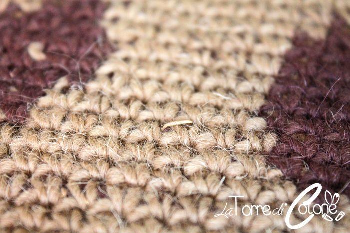 Vi regalo lo schema di un tappeto all'uncinetto per le amanti degli animali perché vi usciranno le impronte del vostro cucciolo mano a mano che lo lavorate