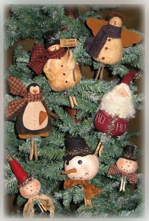 Coutnry Friends Clothespin Ornies The Pattern Hutch primitive Christmas ornaments cloth doll stuffed snowman craft pattern