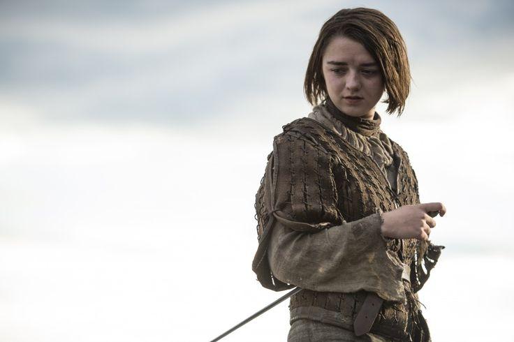 http://www.maisie-williams.com/maisie-williams-game-thrones-get-new-laptop/ Maisie Williams got a new laptop, Game of Thrones.
