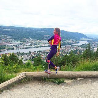 Instagram photo by pstorp - Bare danser litt mens jeg nyter utsikten over Drammen #karitraa #kthappy