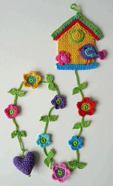 casita de pajaritos y flores