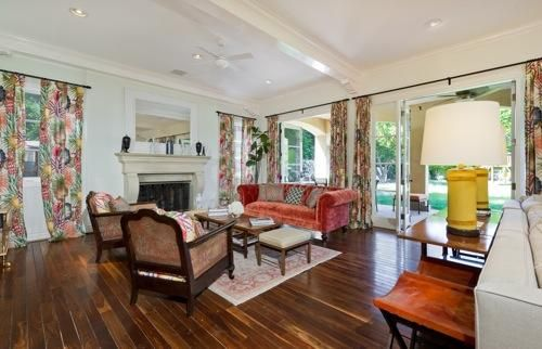 Absolutely love these vintage ecco chic wood floors from Tori Spelling's house!!