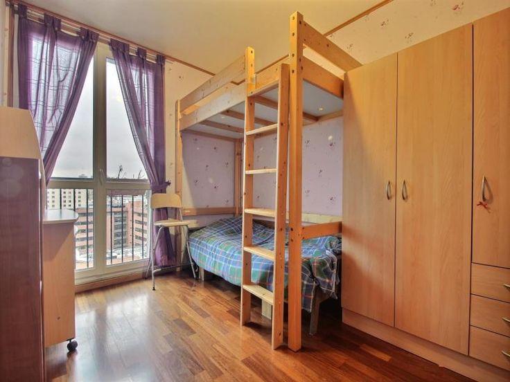 En centre ville, à proximité du métro, RER et des commerces, spacieux appartement bien agencé et meublé comprenant: une entrée, un séjour lumineux, une cuisine indépendante aménagée et équipée, une chambre au calme et une salle de bains avec WC. Chauffage collectif. Une cave et une place de parking en sous-sol sont également proposé avec l'appartement. Honoraires locataires: 593.7 euros Dont: - Visite, constitution dossier, rédaction de bail: 474.96 euros - Etablissement état des lieux: ...