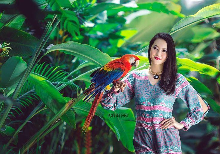 @tamanwisatalembahhijaulampung . . . . . . . . . . . . . . . . . . . . . .. . . . #kebaya  #tradisional  #bw #portrait  #prewedding  #wedding  #weddinglampung  #preweddinglampung  #bestwedding  #bestcouple  #bestphoto  #bestphotowedding  #love  #beauty  #makeup  #couple  #fashion  #canon  #model #magazine  #bride  #art  #works  #bridal  #gown  #dekorasi  #pernikahanlampung  #fotografer  #photographer  #blackwhite http://gelinshop.com/ipost/1524750556026154874/?code=BUpAI1fBK96