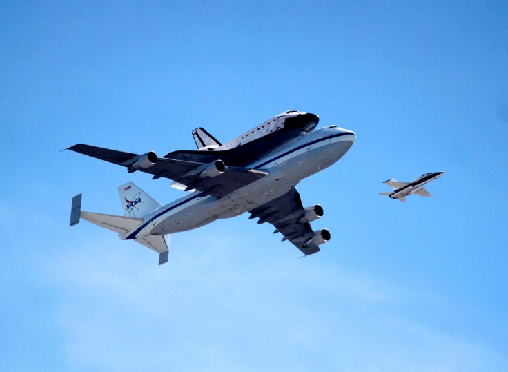 Last flight of the Endeavor shuttle. Awesome pic @Geneva RoblesAwesome Pics, Pics Geneva, Geneva Robles