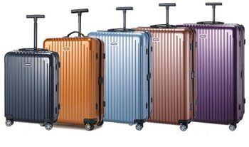 軽量素材・ポリカーボネートを使用して、スーツケースの重量を劇的に軽くした「リモワ サルサ」。 サルサの登場で、リモワのスーツケースのイメージが変わった人も多かったと思いますが、この優れた機能性と絶妙な色出しにドイツクオリティの高さを再認識した人も多かったことでしょう。