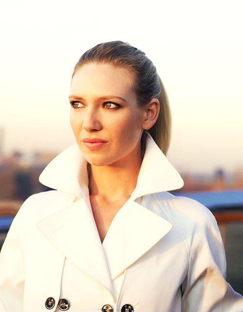 Classic beauty: Anna Torv (via MusingonBeauty)
