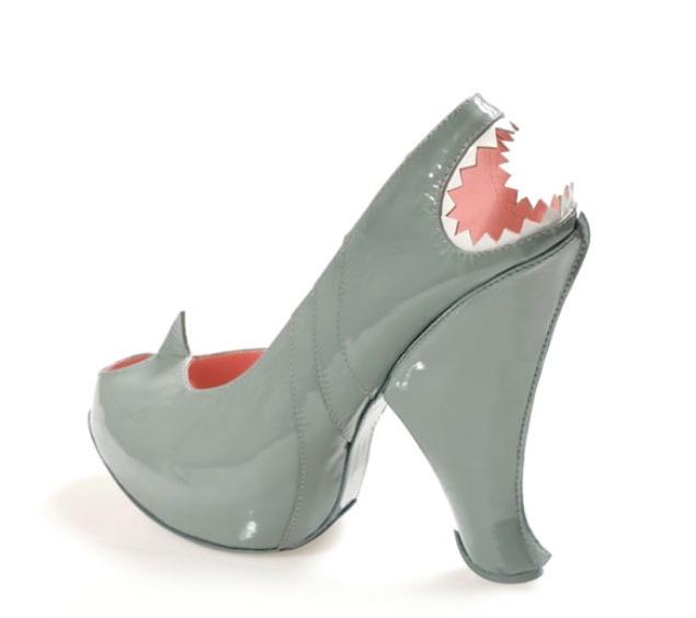 Zapato-tiburón de Kobi Levi. Funny!
