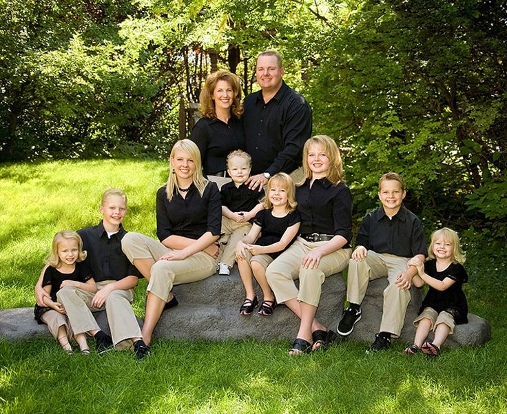 The 25 best family pictures outside ideas on pinterest for Fall family picture ideas outside