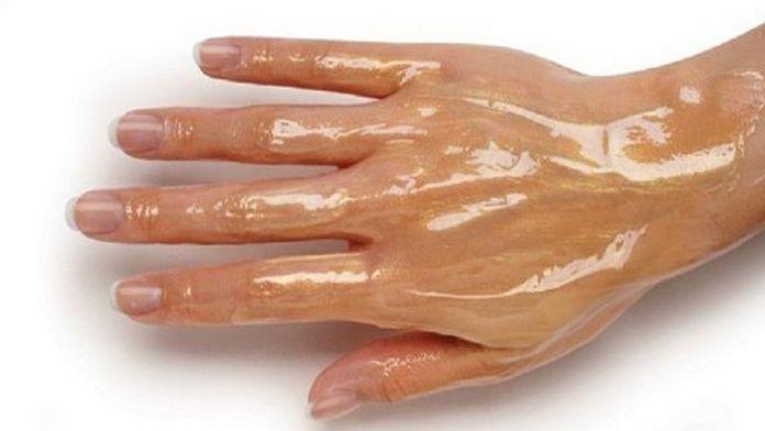 Měla vrásčité ruce, dokud nepřišla na tuhle omlazující péči! Jednoduchý trik pro každou ženu! | Vychytávkov
