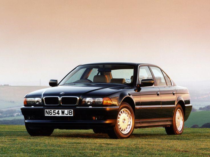 BMW 728i (E38) speciálně určené pro trh ve Velké Británii #BMWstories
