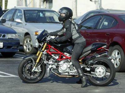 http://3.bp.blogspot.com/_MNw6KnB4dY4/S7rxD9CbziI/AAAAAAAAAGo/xINOaUyrMnc/s400/normal_alanis_morissette_motorcycle_hollywood_2.jpg