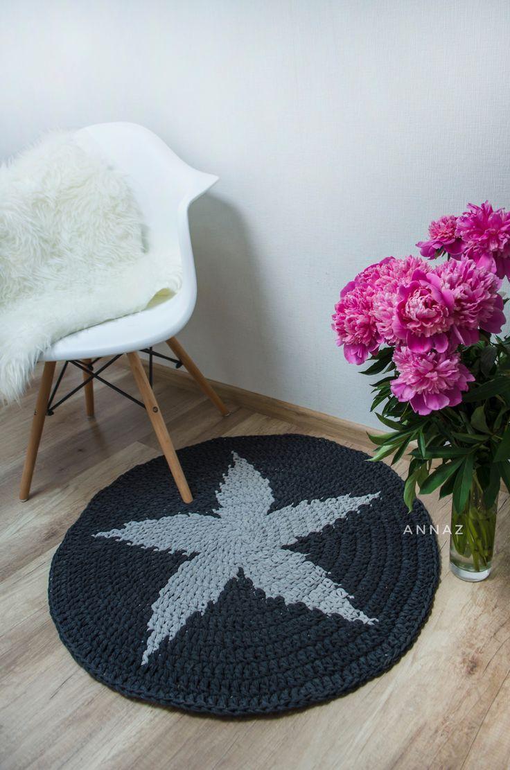 Flower print t-shirt yarn rug with a flower print, dark grey, scandinavian style
