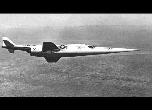 On a du mal à croire que ces avions ont existés! Le Douglas X-3 Stiletto, daté de 1953, tire son nom de sa forme effilée si distinctive. Il a été conçu dans le cadre de recherches sur le maintien des avions en vitesse supersonique.