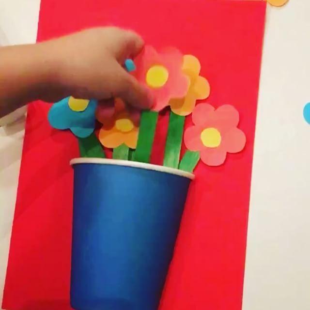 Ещё одна идея для открытки!)😘 цветочки в вазочке своими руками!🌷 #кристюшины_развивашки #кристюше3г10мес #кристюшины_поделки #alexandra88filatova_чем_занять_ребенка  #открыткасвоимируками #обьемнаяоткрытка