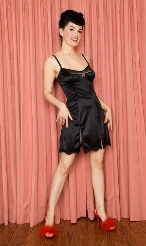 La nuisette vintage de 5 à 9 | LINGERIE RETRO PIN UP ATTITUDE : Cette splendide nuisette vintage toute en satin noir stretch est ultra confortable tout en étant sexy à souhait, la tenue idéale pour accueillir son chéri!   http://www.pinupattitude.com/gamme.htm?products_name=La+nuisette%20vintage%20de%205%20%E0%209_id=17#  #lingerie #sousvetements #underwear #bas #vintage #oldschool #rock #shopping #retro #50s #60s #rockabilly #sexy #glamour #pinup #burlesque