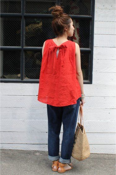 red cotton blouse with cuffed jeans
