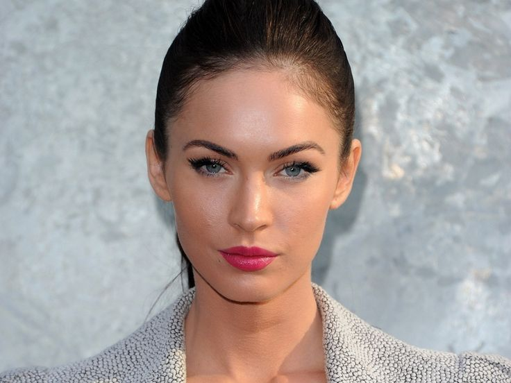"""Megan Fox rarely smiles for the cameras, and she was rumored to be a """"grump"""" by members of the Transformers crew. Description from orzzzz.com. I searched for this on bing.com/images"""