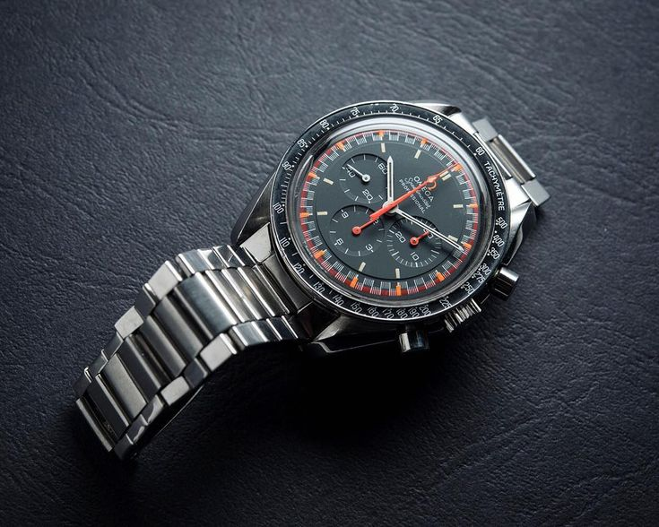 An awesome racing dial of this Omega Speedmaster!