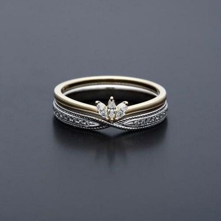 Awesome 47 Vintage And Antique Engagement Rings Ideas. More at https://wear4trend.com/2018/02/19/47-vintage-antique-engagement-rings-ideas/