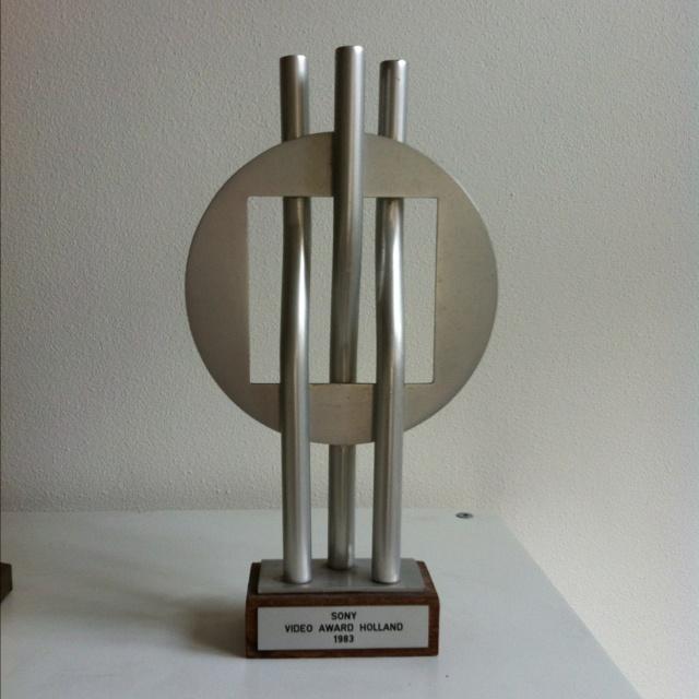 Even bluffen... De Sony Video Award die we ooit wonnen voor 'Het beste educatieve videoprogramma van Nederland'.