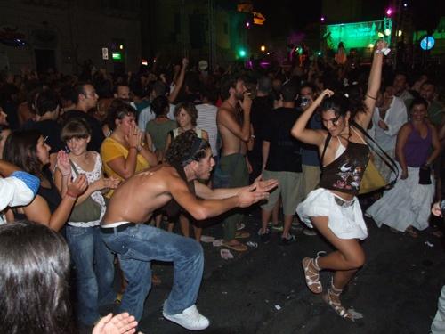 La Taranta fa i suoi effetti, si balla gente!