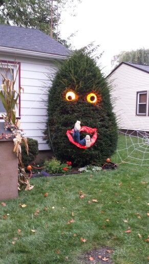 halloween bush monster hilarious - How To Decorate Outside For Halloween