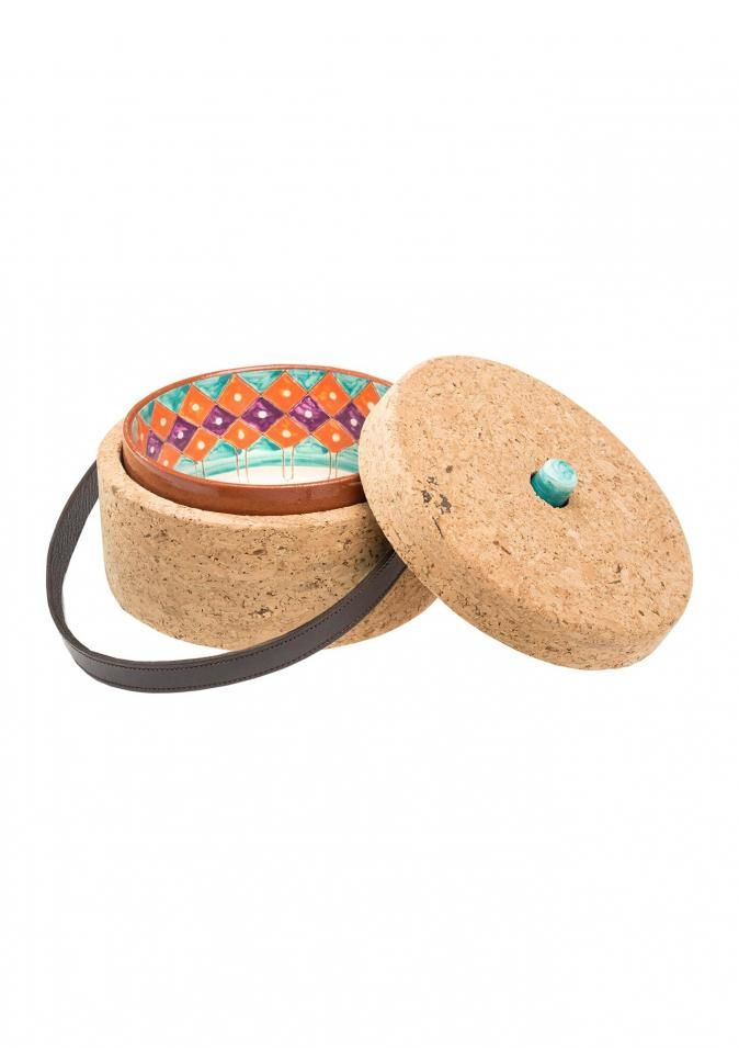 """Drawing its inspiration from the Alentejo's """"tarro"""", this clay and cork stewing pot is available in two different sizes, to hold different portion sizes. The smaller one takes an individual serving and the larger can serve four people. The ceramic stewing pot fits into the cork container and can be placed directly onto the table. The individual format can be used as a dish from which to eat your meal and as a means of transporting meals."""