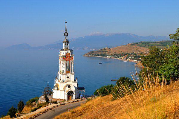 Храм-маяк Святого Николая Чудотворца в селе Малореченское. Крым.
