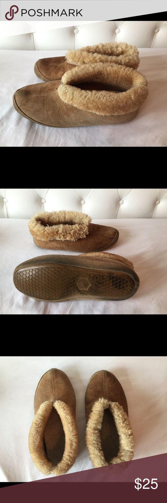 Men's Sheepskin Slippers Sz 10.5 Men's sheepskin slippers size 10.5 in brown. Shoes