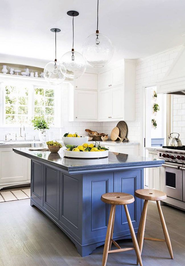LOVE the beautiful blue island!! || Erin Fetherston's Home on @SavvyHome