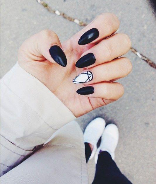 Black & white almond shape nails. ♡