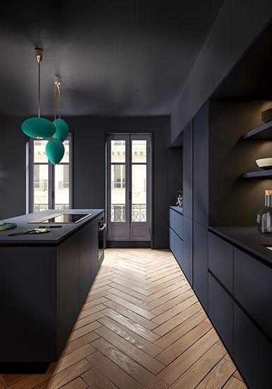 Eine blaue Küche wie ein eleganter Kokon in einer haussmanischen Umgebung #cuisine #mo …