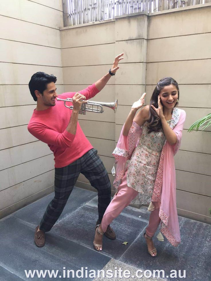 Sidharth Malhotra and Alia Bhatt promote 'Kapoor and Sons' in Jaipur - Bollywood News - Indiansite