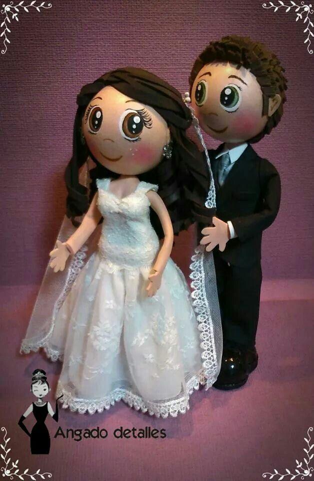 Fofuchos novios personalizados. Traje de novia con velo.
