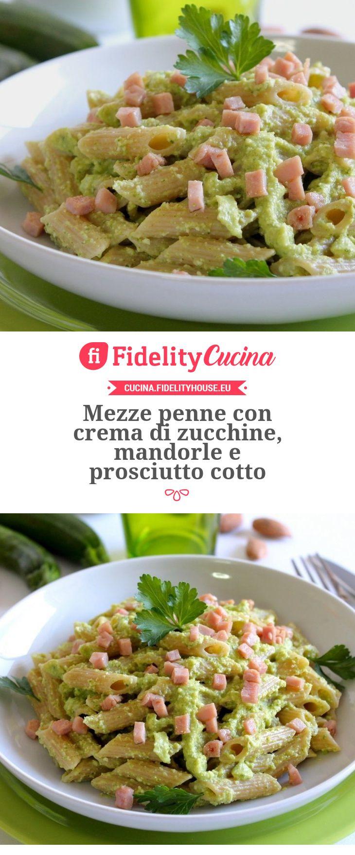 Mezze penne con crema di zucchine, mandorle e prosciutto cotto
